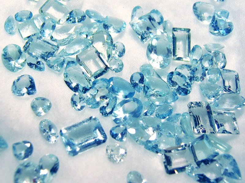 Faceted aquamarine gemstone